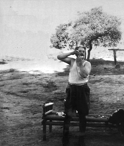 Bernanos, en su «fazenda» de Brasil, donde vivió durante la segunda guerra mundial