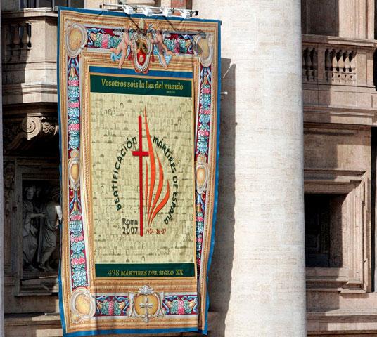 Tapiz de la beatificación de 498 mártires españoles