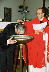 Frank Isidorus Stevens en el momento de su bautismo