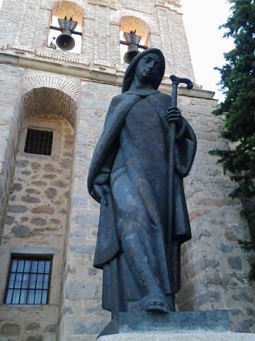Estatua de santa Teresa andariega, en el monasterio de la Encarnación (Ávila)