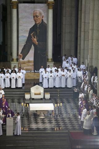 Misa de acción de gracias, en Río, por la canonización de José de Anchieta. Foto: EFE/Sebastiao Moreira