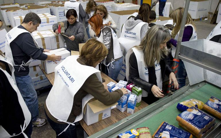 Se necesitan 20.000 voluntarios en Madrid para recoger alimentos ...