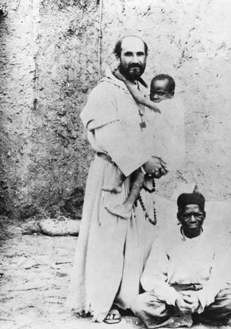 Carlos de Foucauld, con africanos