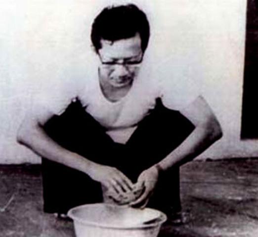 Una foto del cardenal Van Thuan tomada en prisión