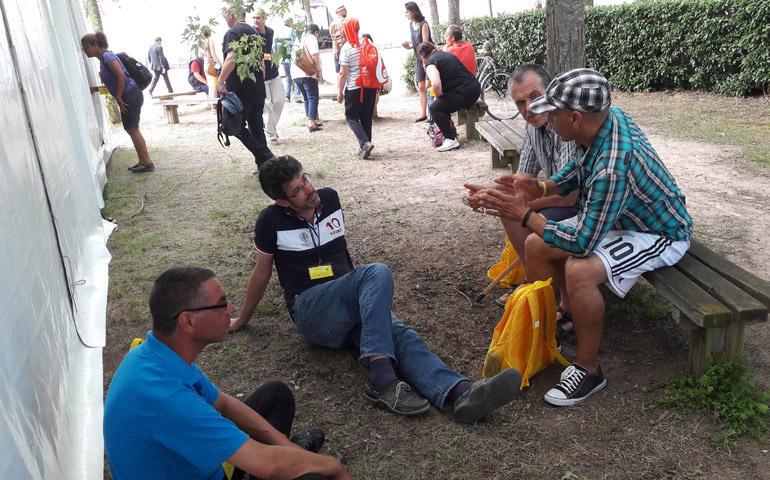 60 personas sin hogar se encuentran con el sagrado coraz n en paray le monial alfa y omega - La paz interior jacques philippe ...