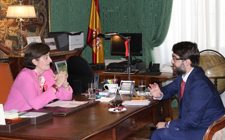 Fran Otero con la embajadora