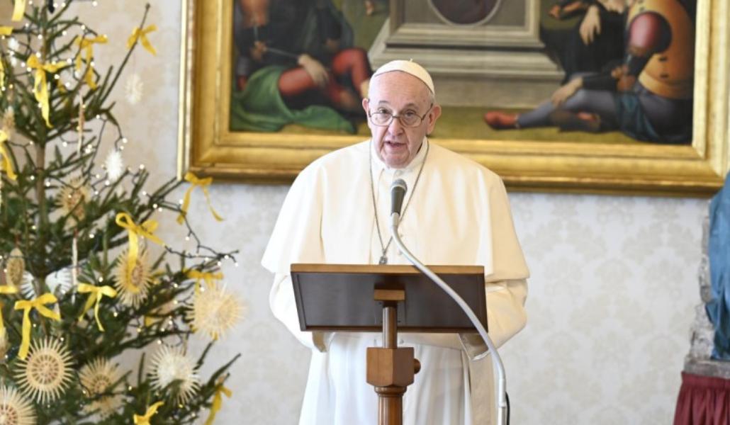 El Papa rezando el ángelus