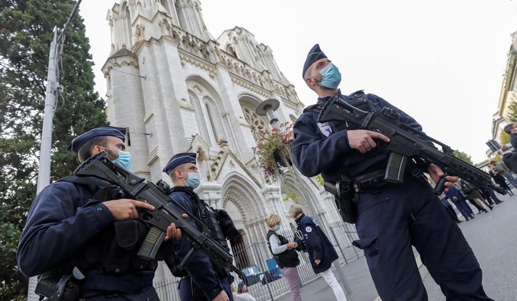Policía en Notre Dame