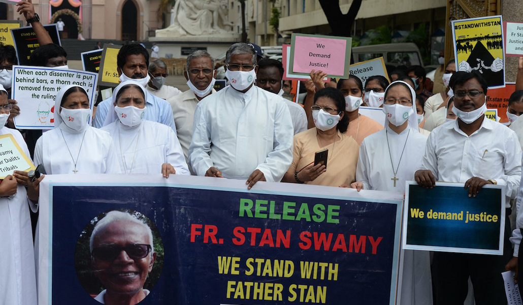 Manifestación a favor del padre Swamy