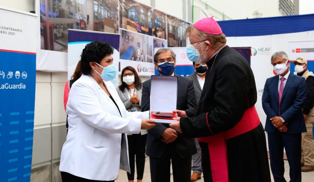 Entrega de una planta de Respira Perú