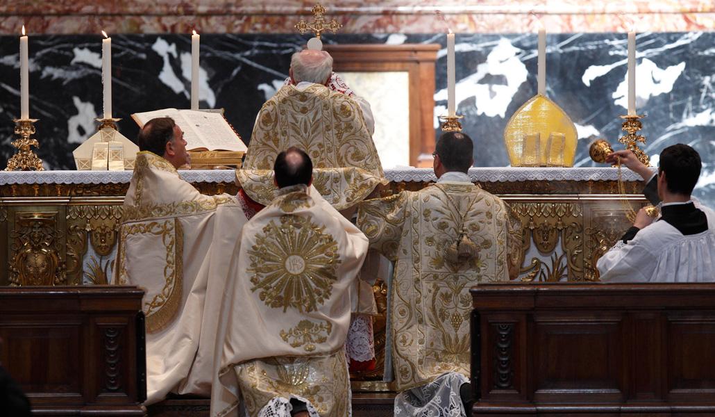 Francisco restringe el rito extraordinario